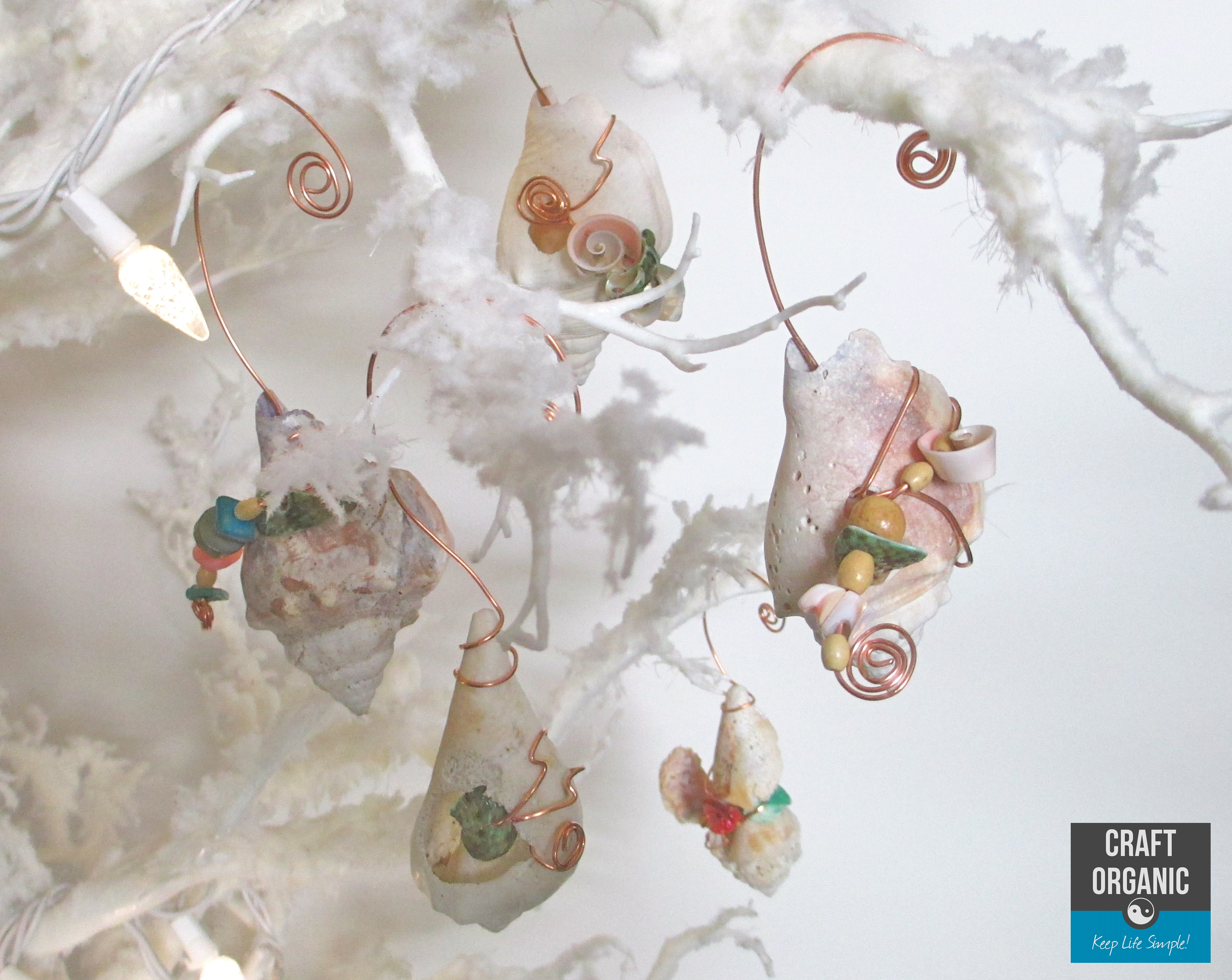 Wire wrapped seashell ornaments craft organic - Shell decorations how to make ...