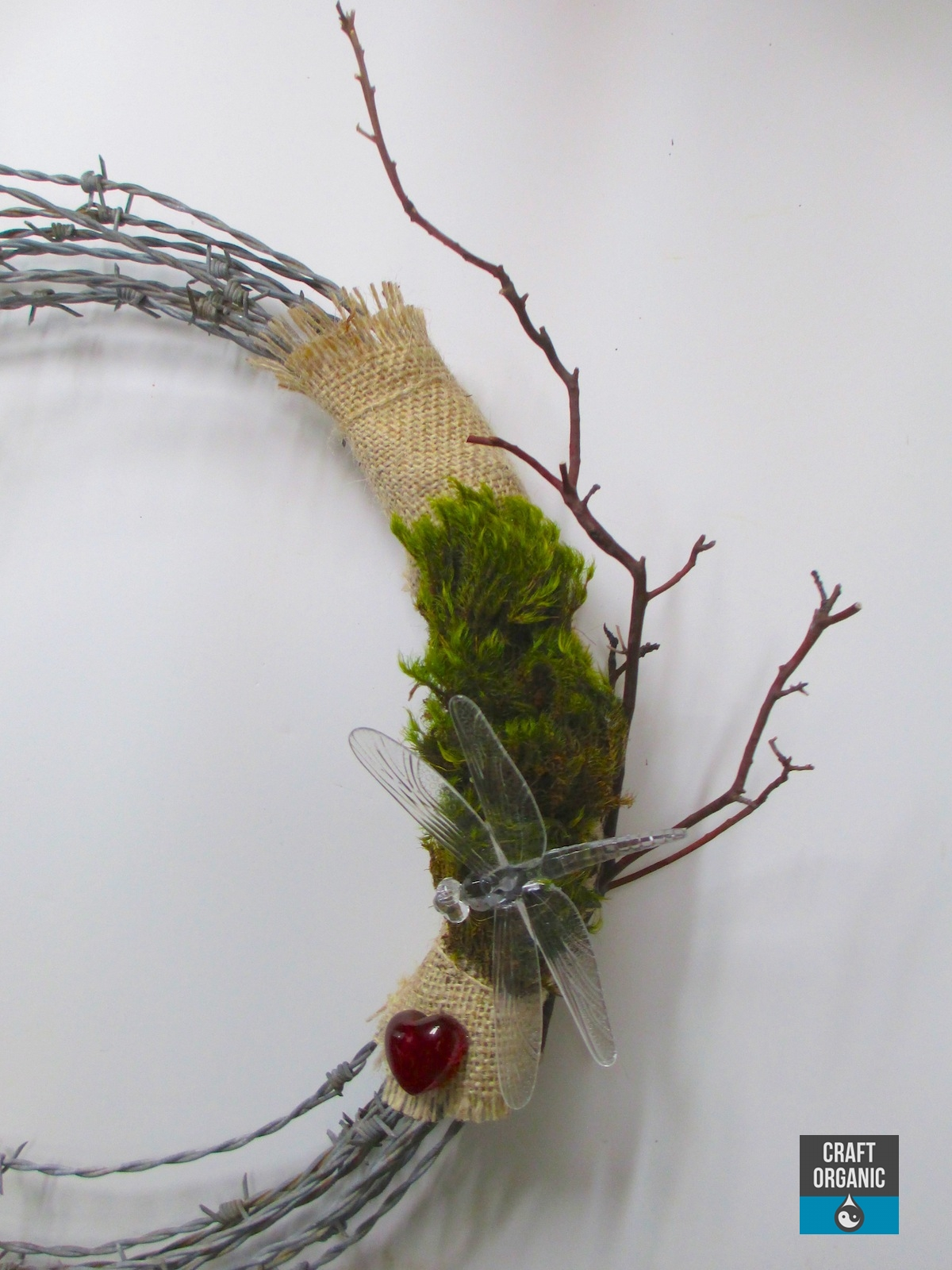 A Simple Barbed Wire Wreath - Craft Organic